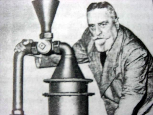Wiktor Schauberger z jednym ze swoich wynalazków